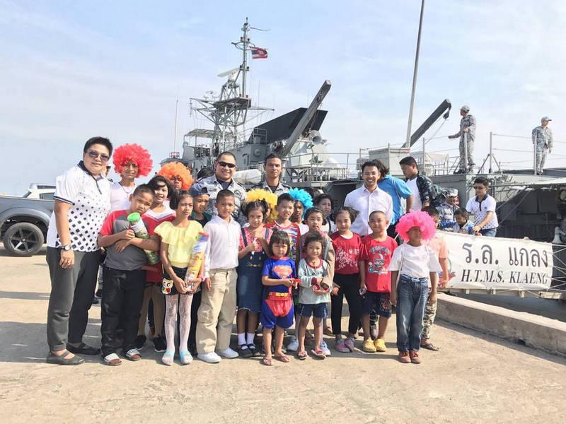 กองทัพเรือ นำเรือหลวงแกลง 542 โชว์ยุทโธปกรณ์ต้อนรับวันเด็กแห่งชาติ